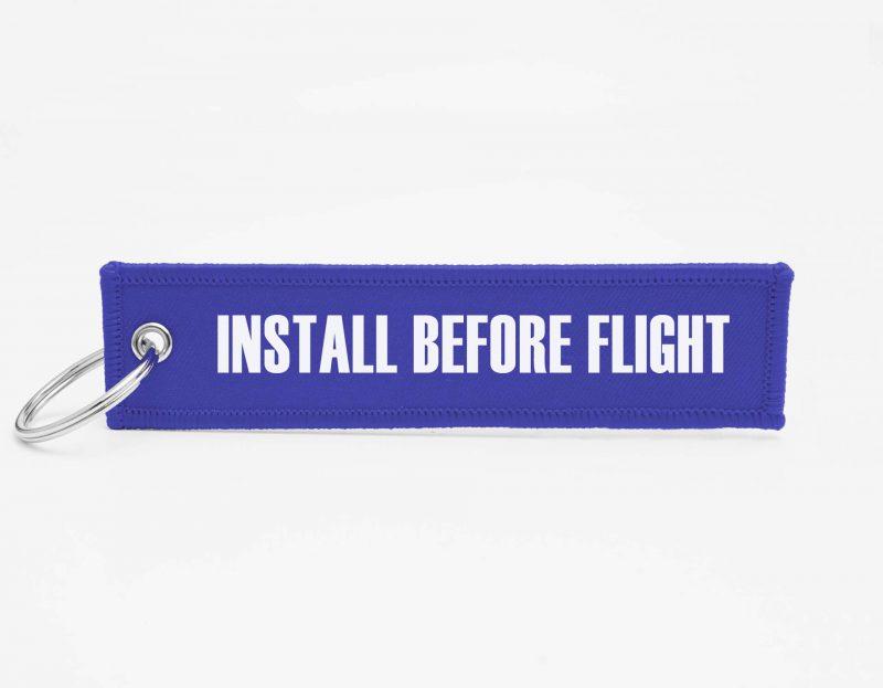 INSTALL BEFORE FLIGHT Schlüsselanhänger individuell mit Logo