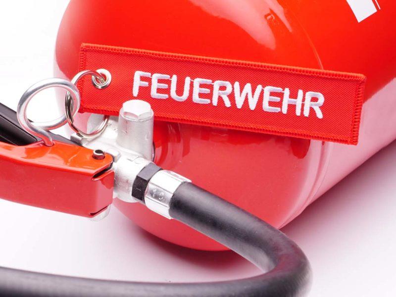 Feuerwehr Schlüsselanhänger am Feuerlöscher