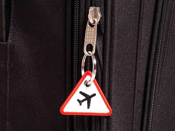 Achtung Flugzeuge Schluesselanhaenger Verkehrsschild Anwendungsbeispiel