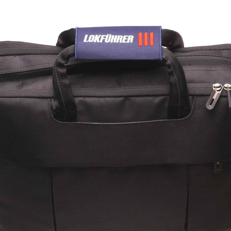 Lokführer Griffschoner am Gepäckstück