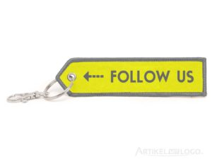 Pfeil Schlüsselanhänger mit Follow Us Motiv gelb